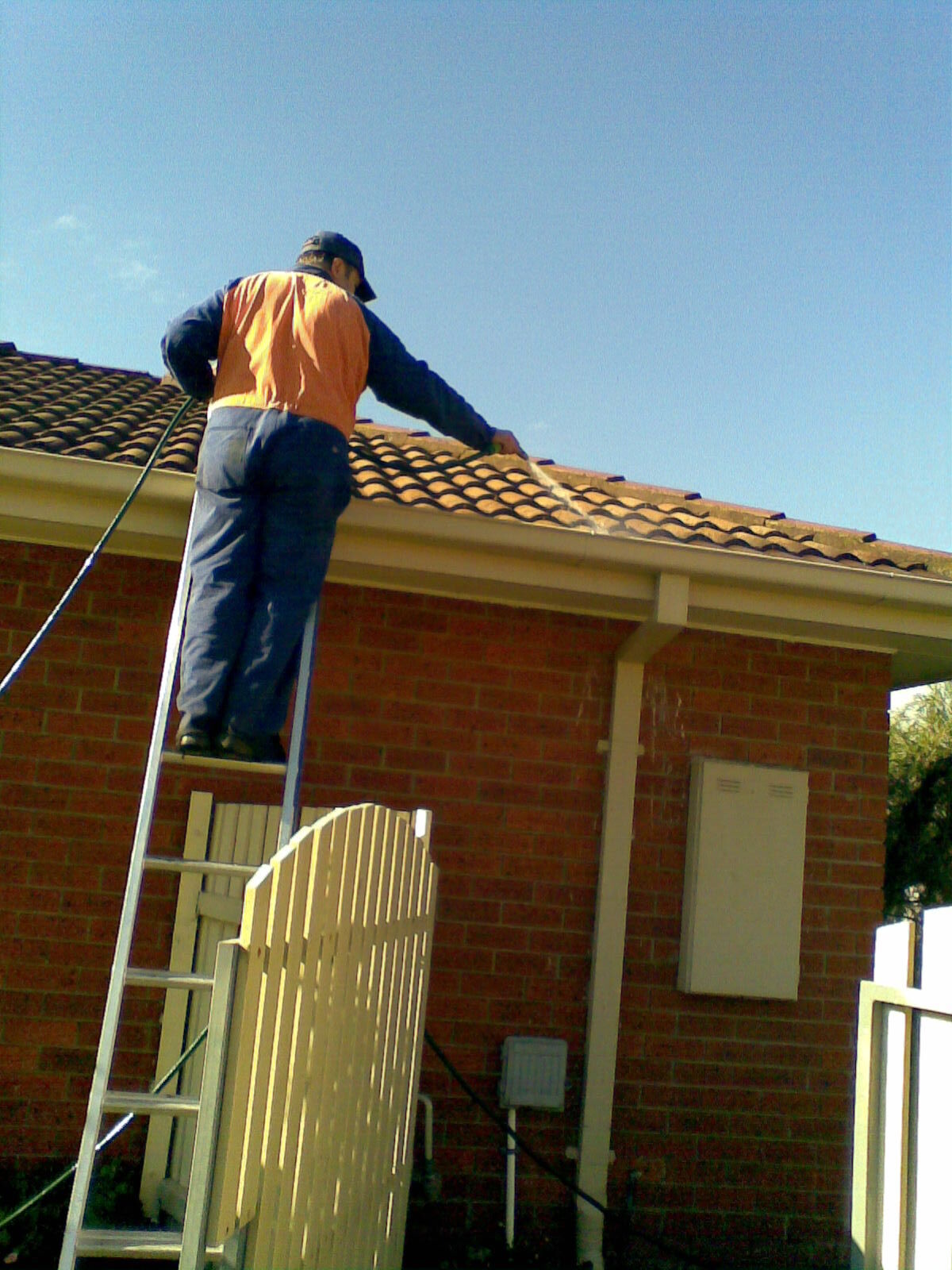 Endeavour Hills gutter cleaning 1
